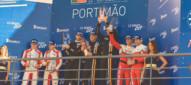 Andrea Piccini e Claudio Schiavoni sul podio di Portimao nella Le Mans Cup con la Ferrari 488 GT3 del team Kessel Racing